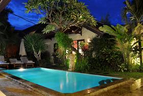 Night at the pool - villa Azur